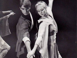 Kitty Smith with Dale Pengelly in Harold Collins Le Papillon for Qld Ballet